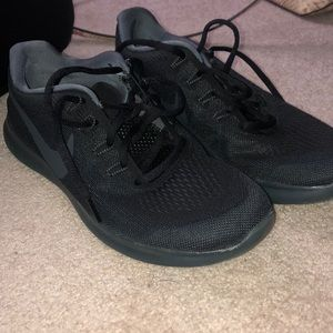 Never worn all black nike shoes size 8